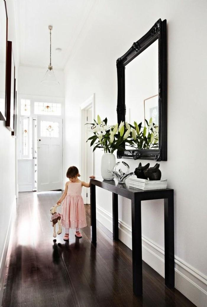 34-miroir-couloir-une-petite-fille