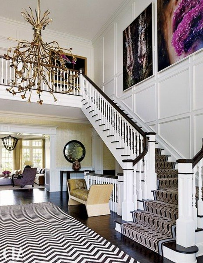37-long-tapis-de-couloir-a-gauche-un-escalier