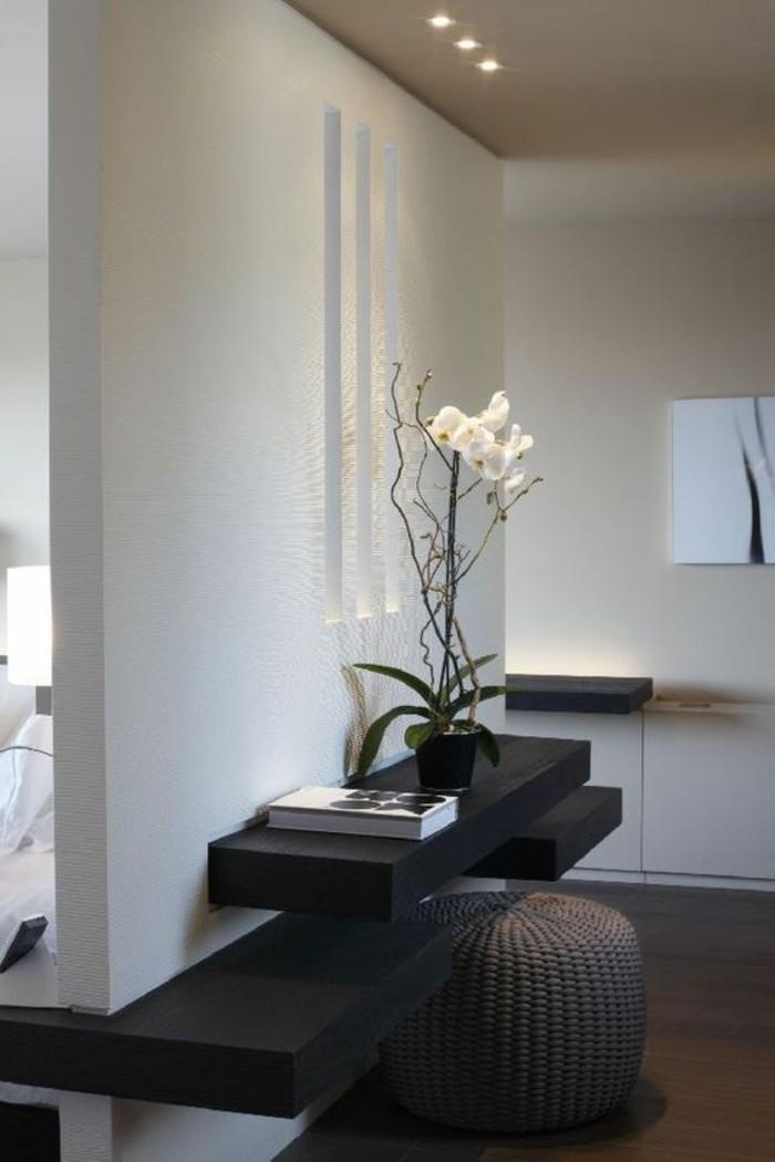 38-eclairage couloir. Une orchidee.