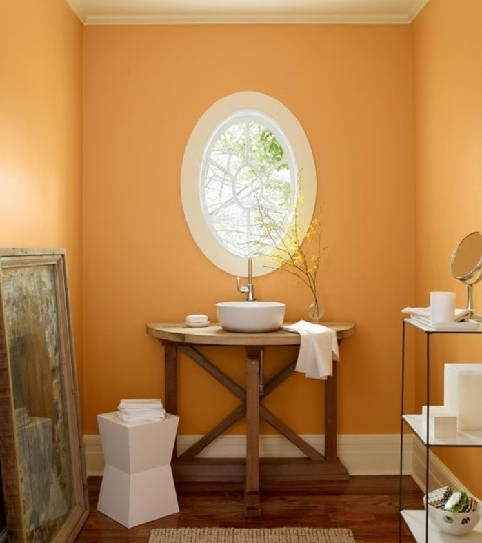 couleur-salle-de-bain-orange-vasque-à-poser-étagères