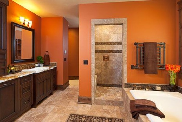 idée-couleur-salle-de-bain-orange-baignoire-à-encastrer-carrelage-double-vasque-à-encastrer-meuble-salle-de-bain-en-bois