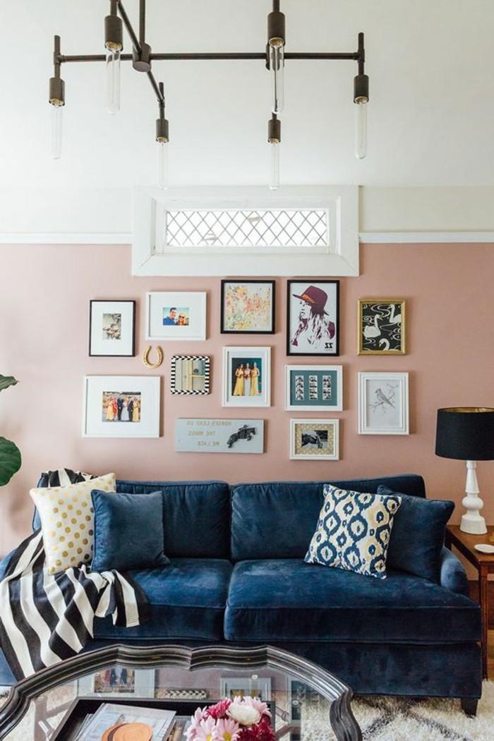 idée-peinture-salon-rose-salon-personnalise-empreinte-d-esprit-artistique-canape-bleu-contrastant-deco-formidable