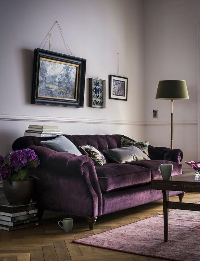 tres-jolie-idee-peinture-salon-mauve-canape-et-fleurs-dans-une-gamme-proche-deco-tres-chic-style