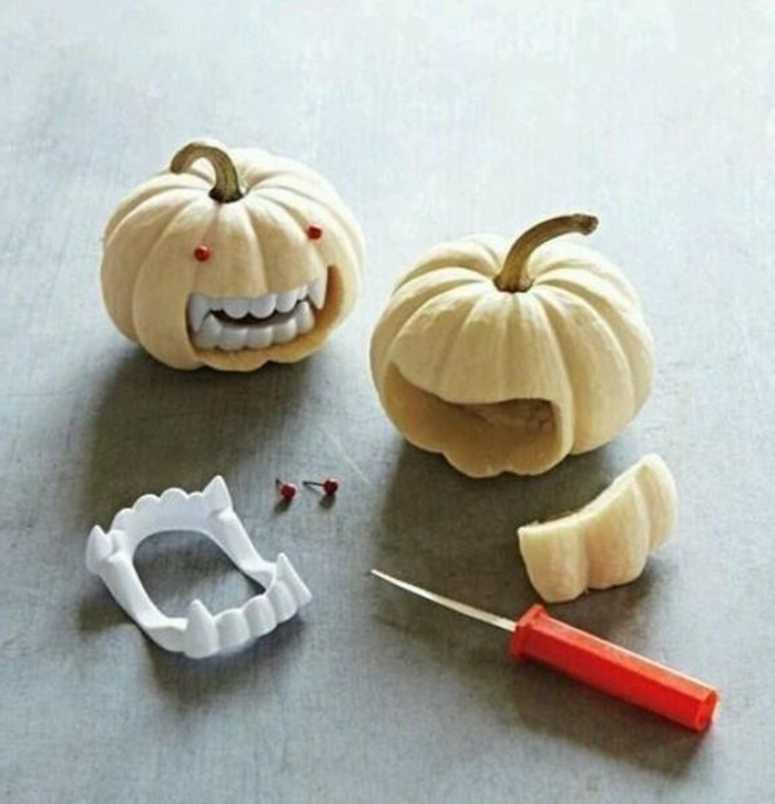 petites-citrouilles-munies-de-dents-de-vampire-idee-tres-simple