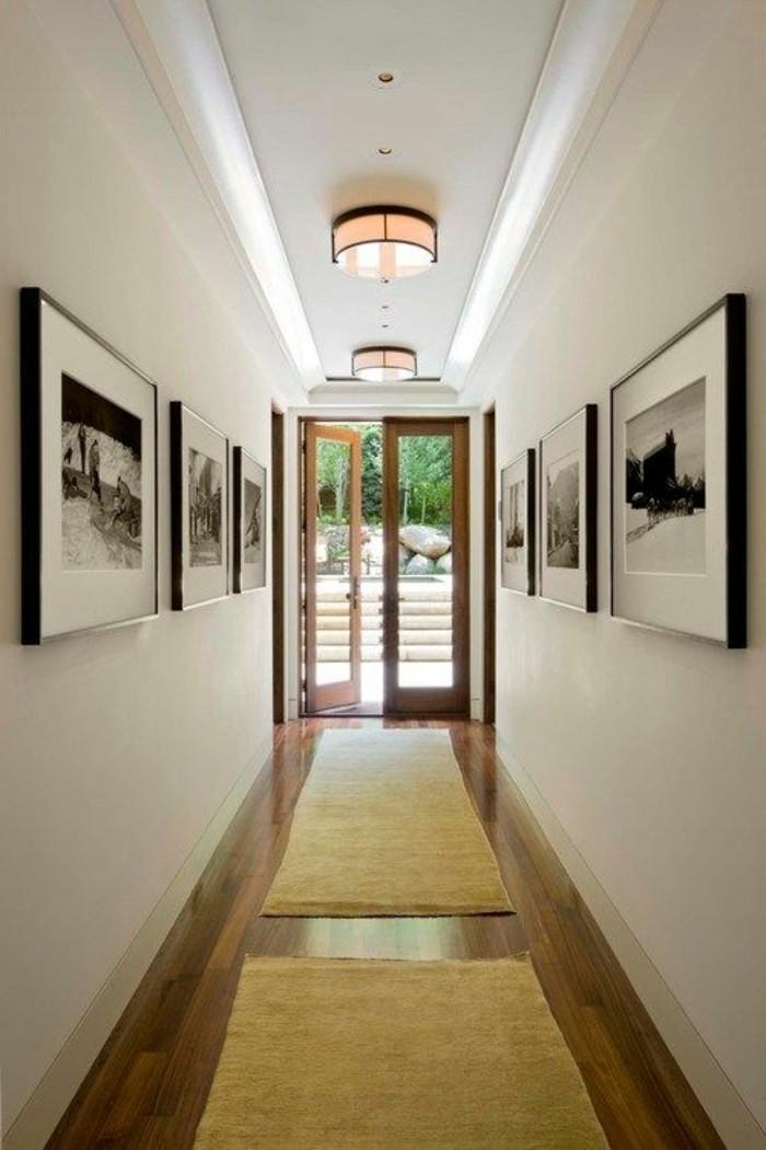 41-long-tapis-de-couloir-tableaux-sur-le-mur