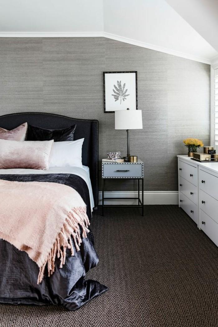 43-long-tapis-de-couloir-un-mur-gris-un-lit