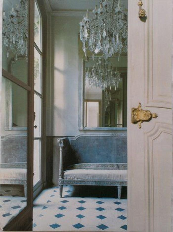 43-miroir-couloir-un-canape