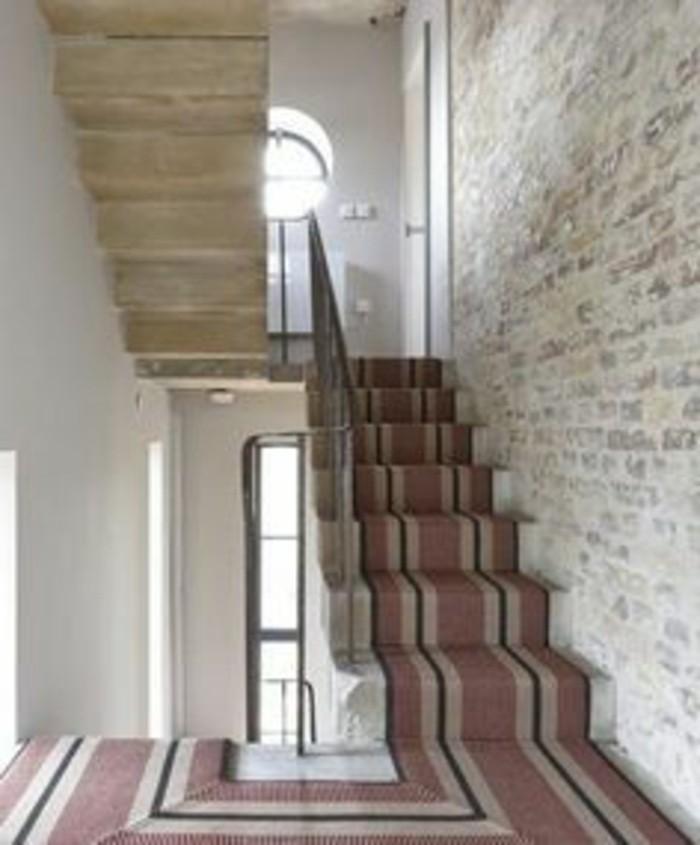 46-long-tapis-de-couloir-un-escalier