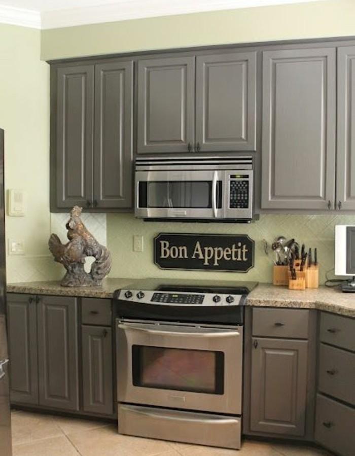 idée-formidable-cuisine-très-accueillante-repeindre-sa-cuisine-en-vert-menthe-peinture-meuble-cuisine-taupe