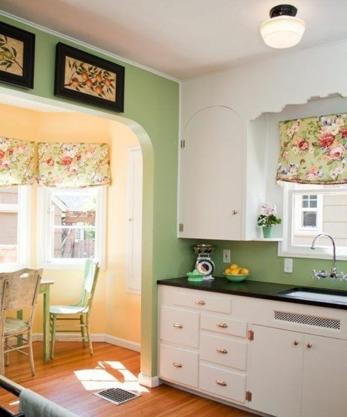 modele-cuisine-mignon-éléments-déco-à-motifs-floraux-ambiance-accueillante