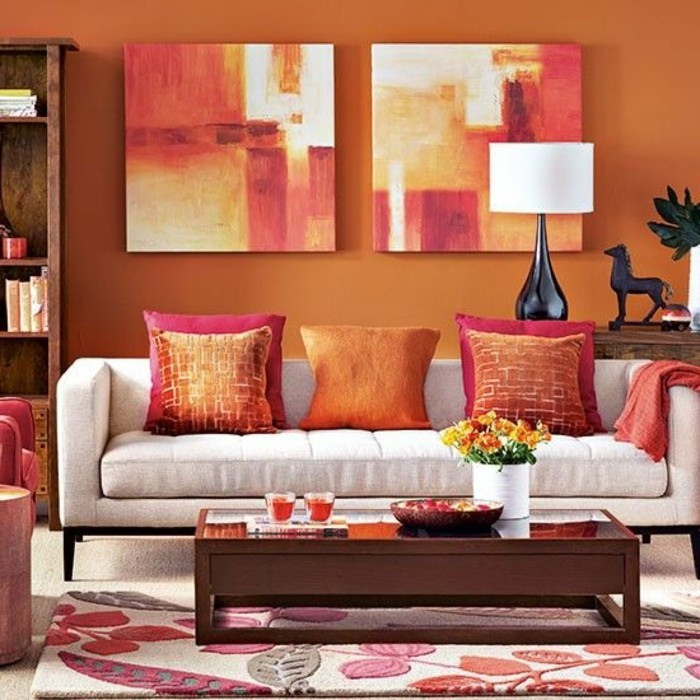 quelle-couleur-choisir-pour-son-salon-idee-peinture-salon-orange-petite-table-en-bois-ambiance-enjouee