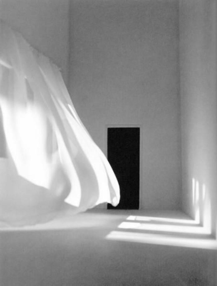 50-eclairage couloir. Rideau blanc.