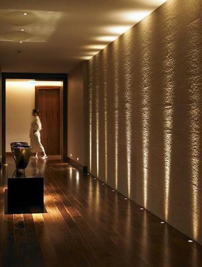 53-eclairage couloir. Teints marrons.