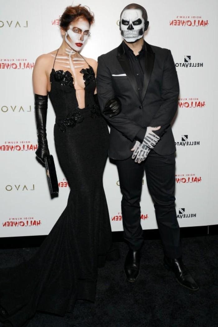 Déguisement squelette. Jennifer Lopez et Casper Smart. Superbe idée ...