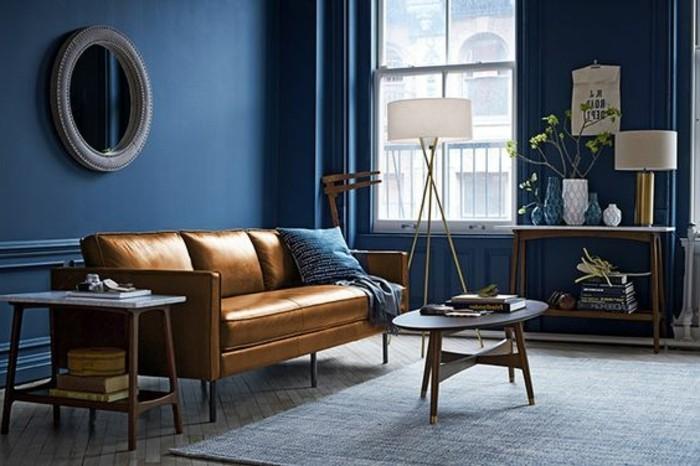 formidable-idee-peinture-salon-bleu-fonce-canapé-en-cuir-style-table-basse-en-bois
