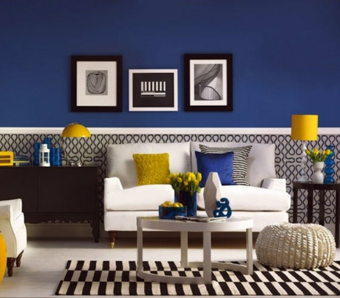 idee-peinture-salon-fantastique-mur-en-bleu-fonce-elements-deco-en-noir-marron-blanc-et-jaune-suggestion-tres-originale