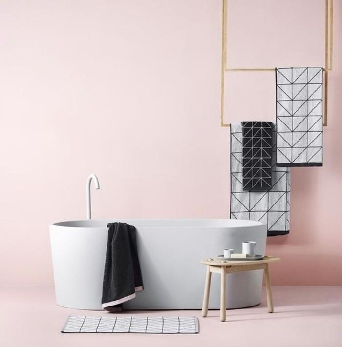 peinture-salle-de-bain-rose-baignoire-à-poser-blanche-déco-sobre-style-simple