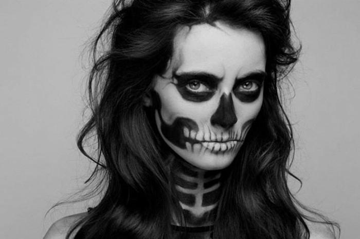 squelette-deguisement-halloween-facile-pour-une-femme-maquillage-halloween-tres-reussi
