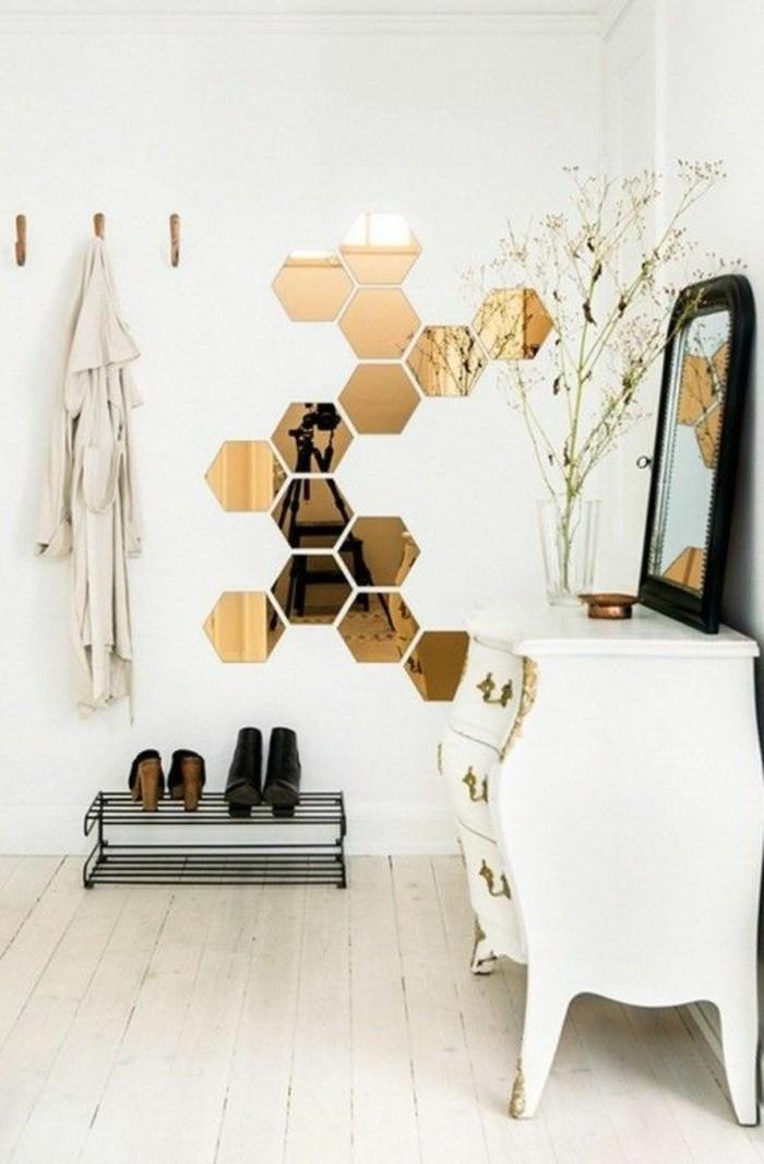 74-miroir-feng-shui-un-placard-blanc-deux-paires-de-chaussures