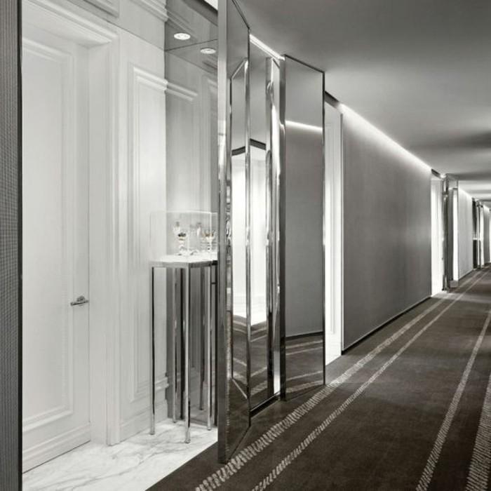 75-miroir-feng-shui-les-murs-sont-en-blancs