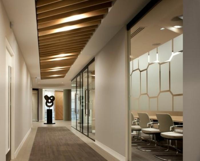 75-tapis-couloir-eclairage-sur-le-plafond
