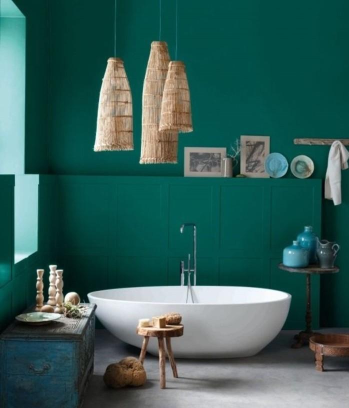 formidable-idée-salle-de-bain-vert-foncé-baignoire-à-poser-éléments-décoratifs-au-goût-retro