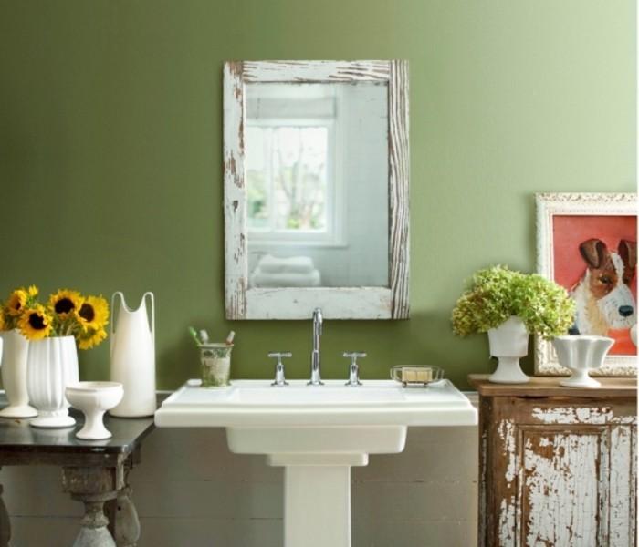 idée-merveilleuse-couleur-salle-de-bain-verte-lavabo-colonne-meubles-salle-de-bain-façon-usé-déco-salle-de-bain-vintage