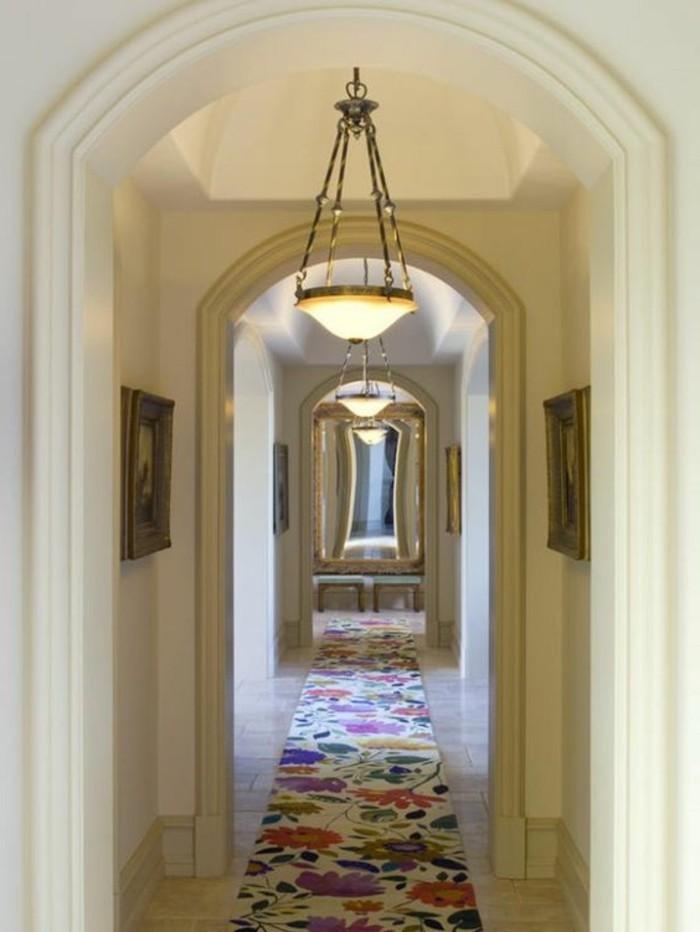 83-miroir-feng-shui-une-lampe-un-tapis-multicolore