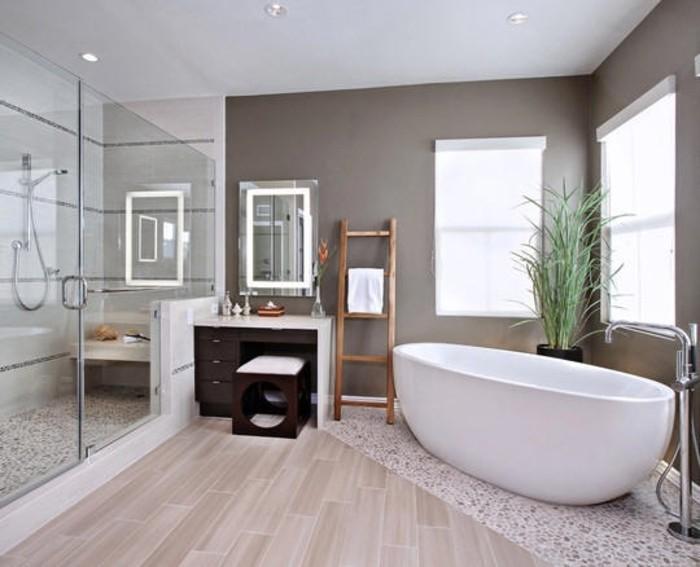 idée-couleur-salle-de-bain-taupe-baignoire-blanche-à-poser-jolie-coiffeuse-cabine-de-douche