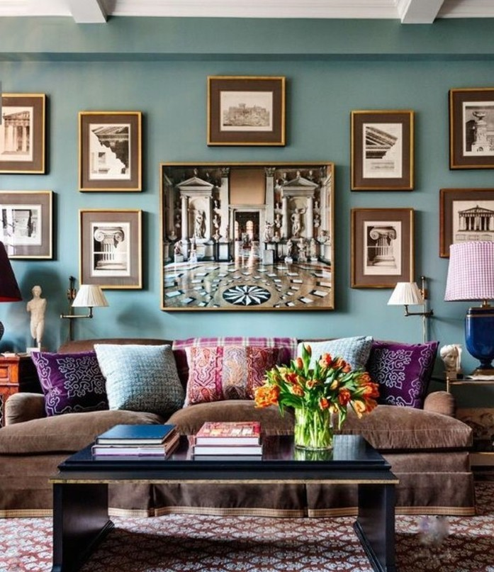 quelle-peinture-choisir-pour-son-salon-formidable-suggestion-vert-turquois-canape-marron-table-noire-coussins-multicolores-profusion-de-couleurs