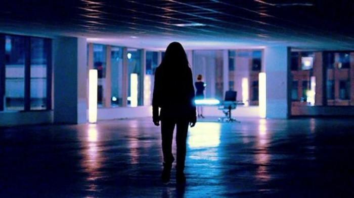 92-Luminaire pour couloir. Une figure de femme.
