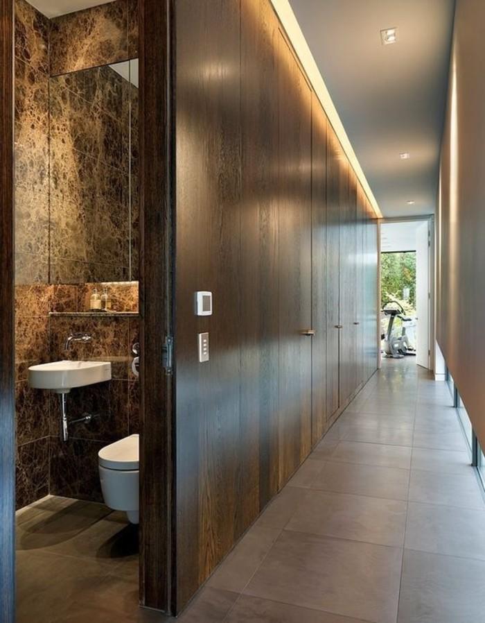 93-rangement-couloir-eclairage-sur-le-plafond-resized