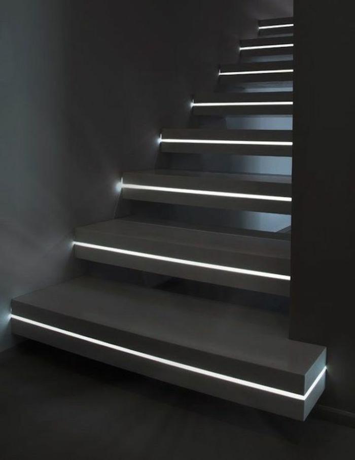 99-Luminaiare pour couloir. Escalier noir.