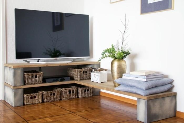 Formidable Meuble D Angle Pour Tv #3: DIY-meuble-très-facile-à-construire-meuble-TV-en-bois-clair-e1474282486922.jpg