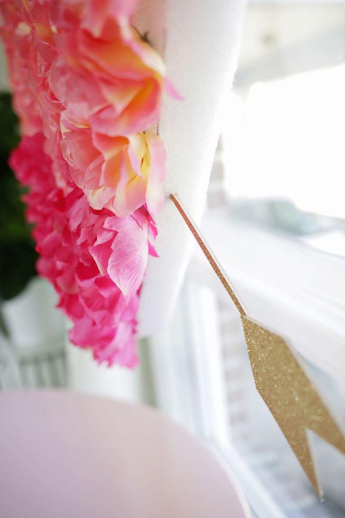 activité saint valentin un coeur en polystyrene perce par une fausse fleche en bois