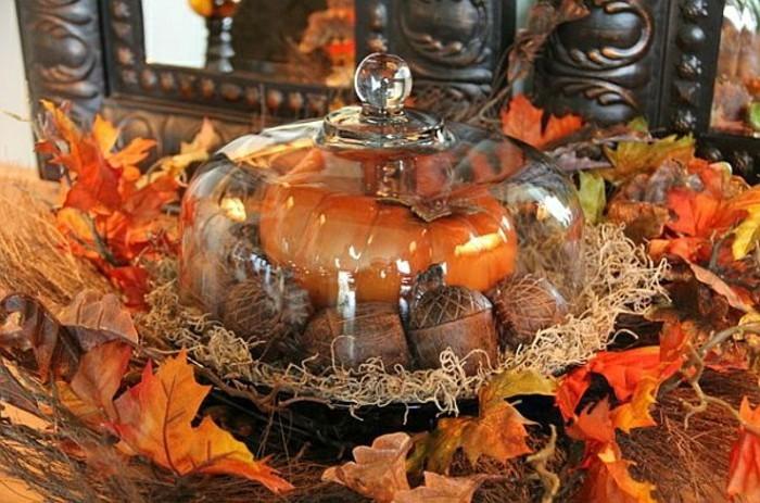 activite-manuelle-adulte-bricolage-d-automne-feuilles-decedes-marrons-citrouille-orange