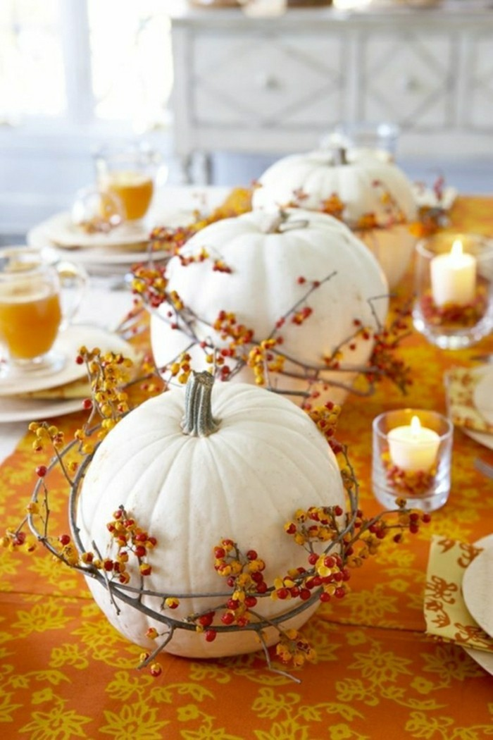 activite-manuelle-adulte-comment-decorer-la-table-halloween-avec-citrouilles-blancs-idees-halloween