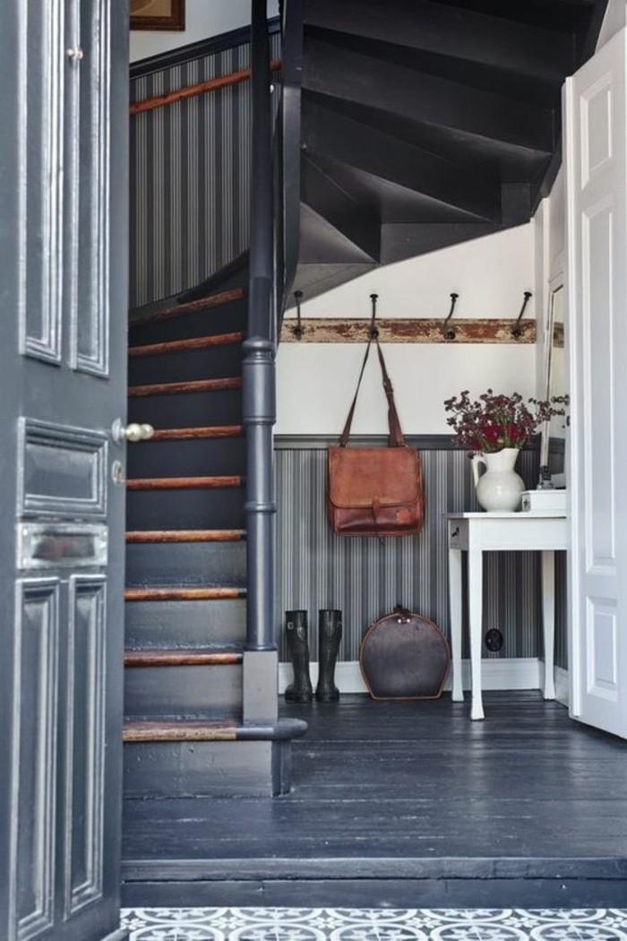 amenagement-avec-meubles-gain-de-place-dans-le-couloir-gris-blanc