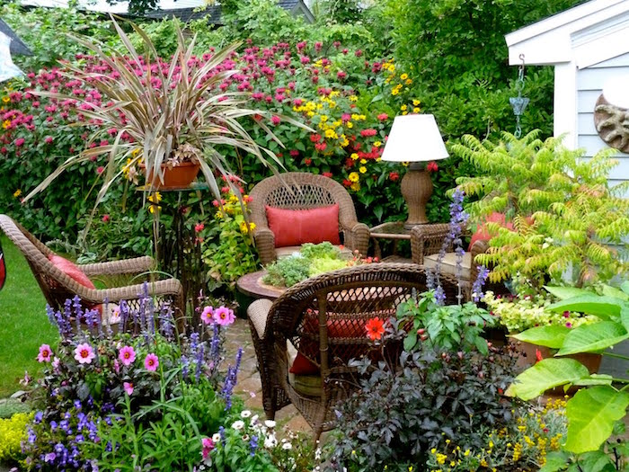 amenagement-terrasse-exterieur-architecture-jardin-fleuri-design