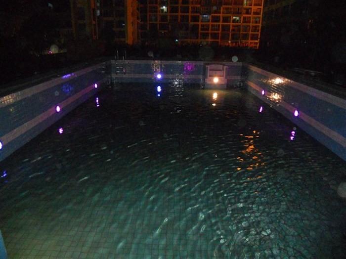 clairage piscine 56 id es et conseils pour la sublimer. Black Bedroom Furniture Sets. Home Design Ideas