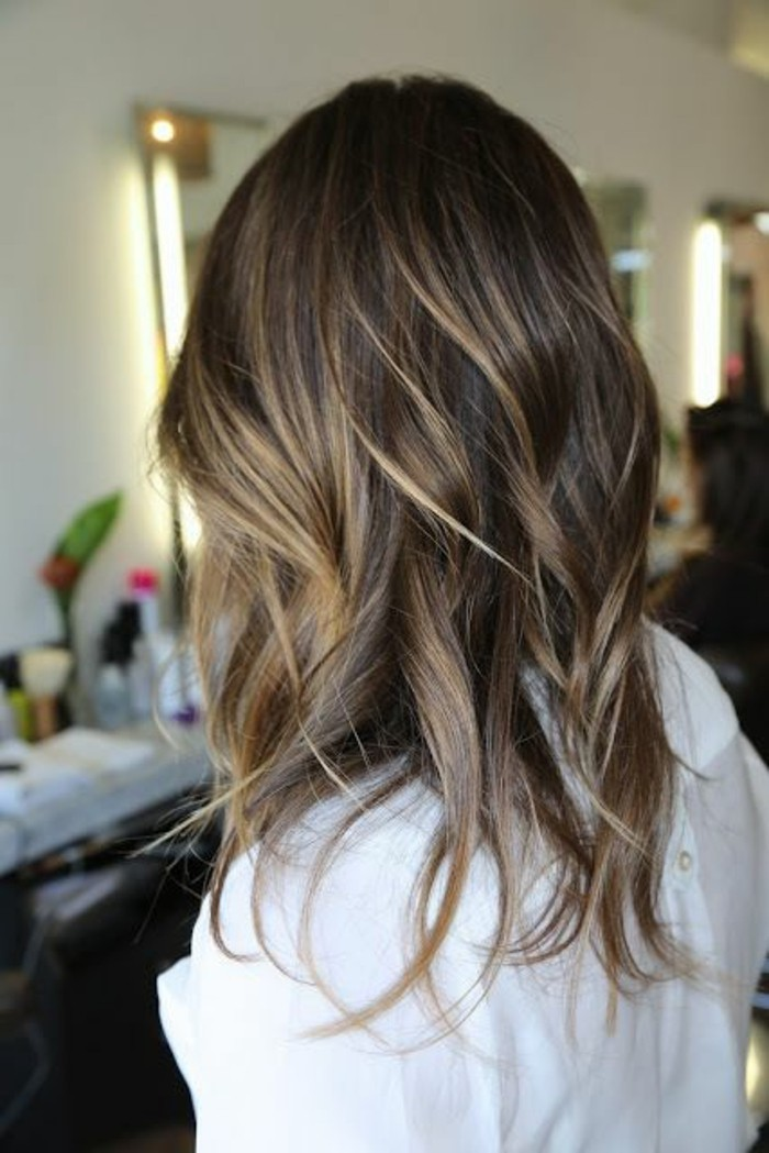 balayage,brune,blonde,idee,cheveux,mi,longs