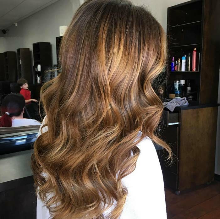 balayage,chatain,clair,sur,cheveux,chatain,fonce,femme,