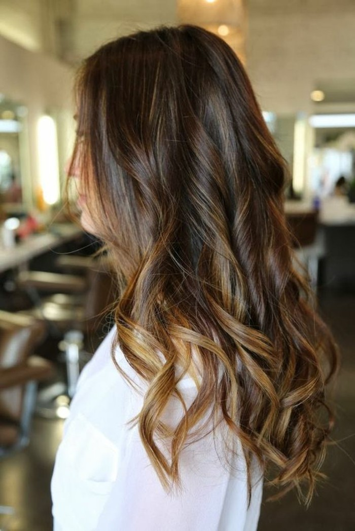 balayage-chatain-clair-sur-cheveux-chatain-fonce
