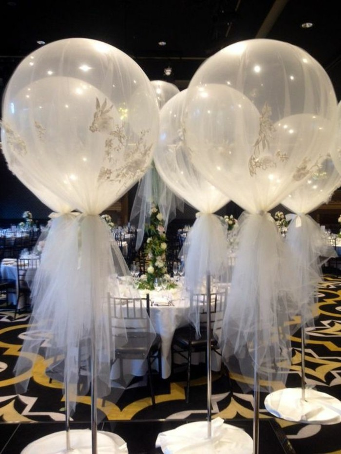 ballon-helium-mariage-deco-mariage-pas-cher-decoration-salle-de-mariage-en-blanc-et-noir