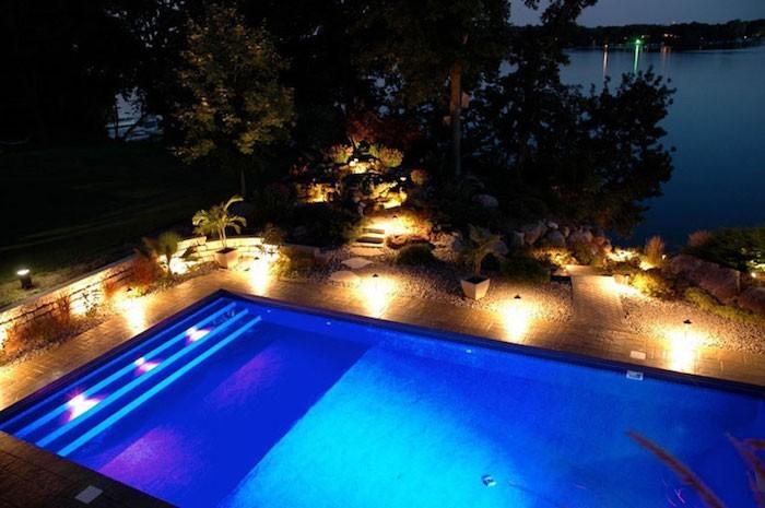 éclairage piscine 56 idées et conseils pour la sublimer