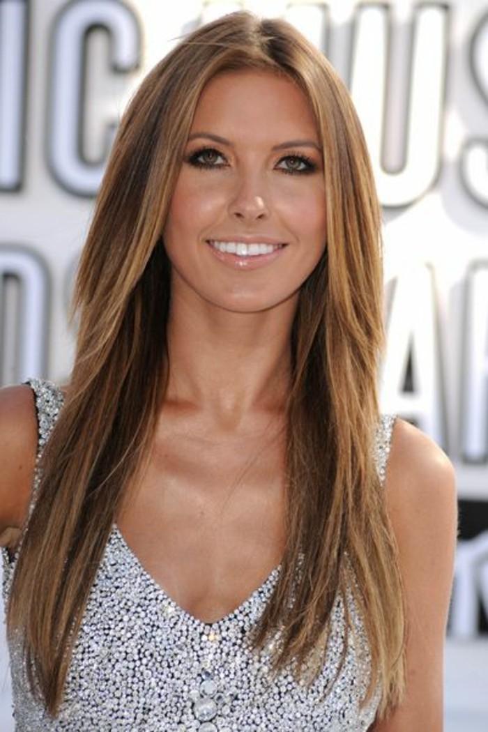 belle-admirable-coiffure-femme-celebre-femme-balayage-pour-brune-a-la-mode