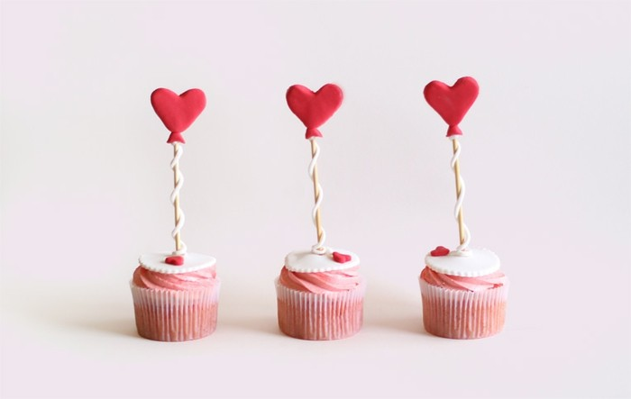 belle-composition-admirable-idee-dessert-de-saint-valentin-cupcakes