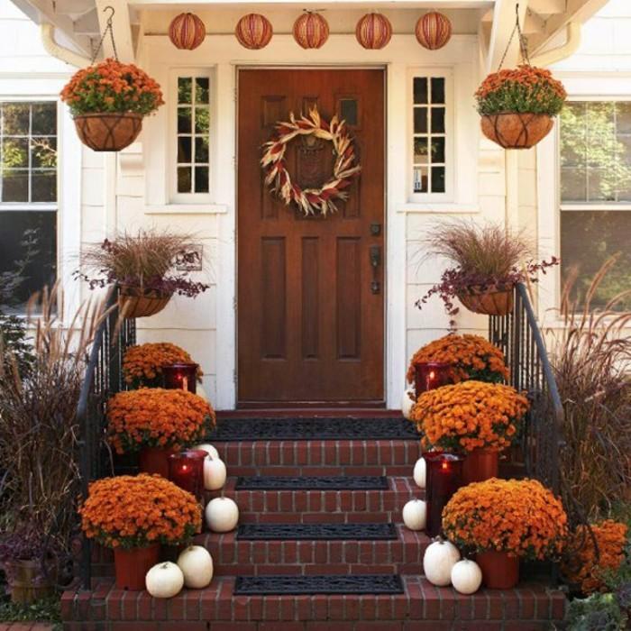 bricolage-halloween-primaire-pour-la-porte-d-entre-deco-avec-fleurs-oranges-couronne-de-fleurs