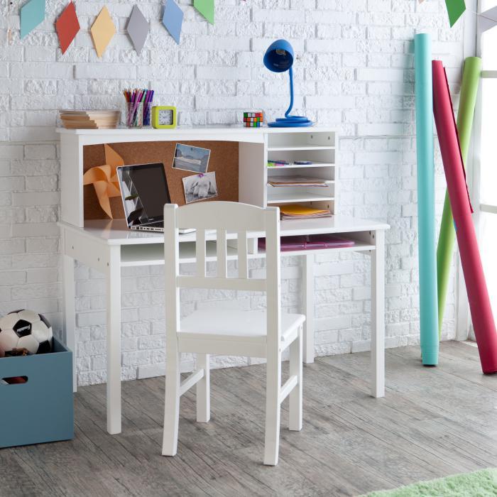 bureau-d-ecolier-bureau-decriture-et-mur-briques-blanches