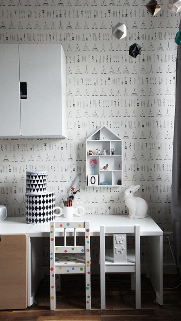 bureau-d-ecolier-compacte-avec-petit-rangement-mural